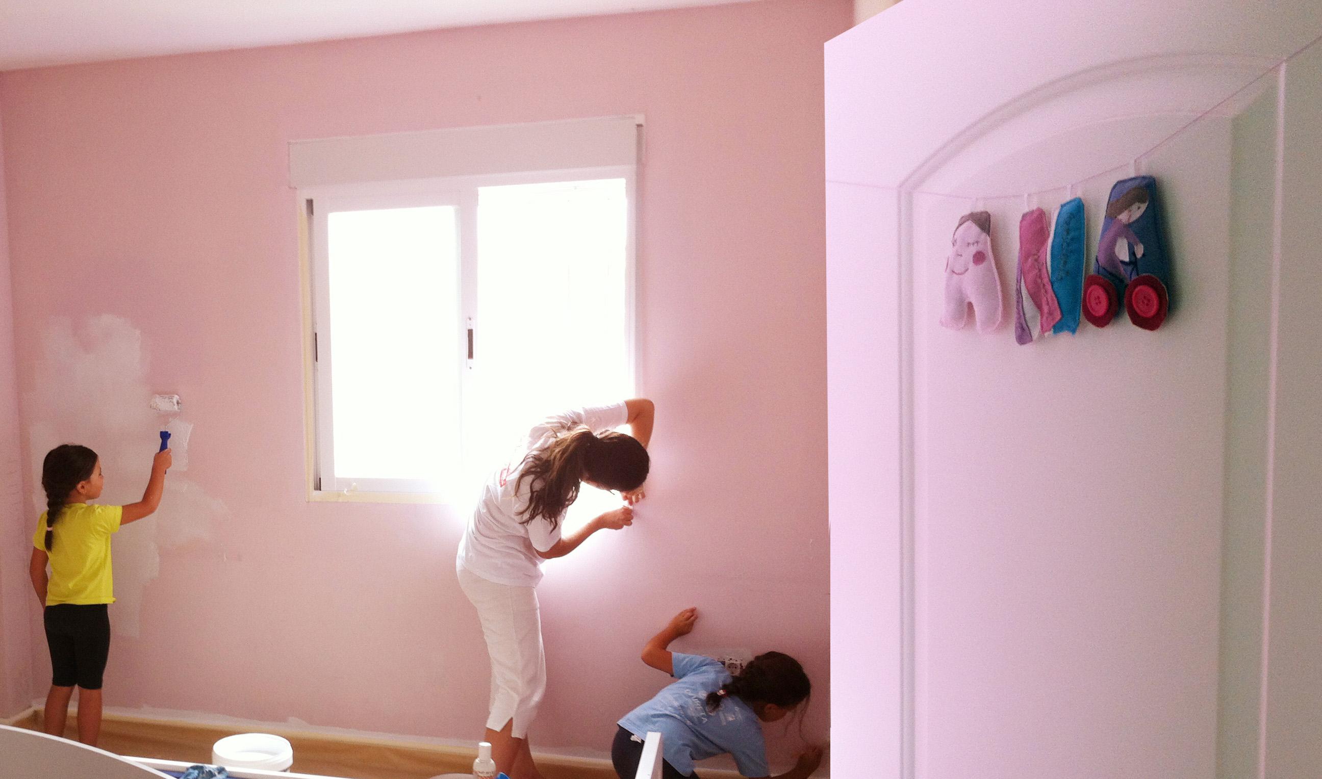 Pared de habitaci n con dibujo pintado estela y papel - Dibujos habitacion bebe ...