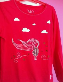 Camiseta-nina-viento-hojas-nubes1
